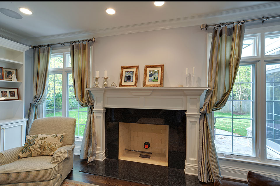 1001-Woodlawn-Glenview - family-room-fireplace - Globex Developments Custom Homes