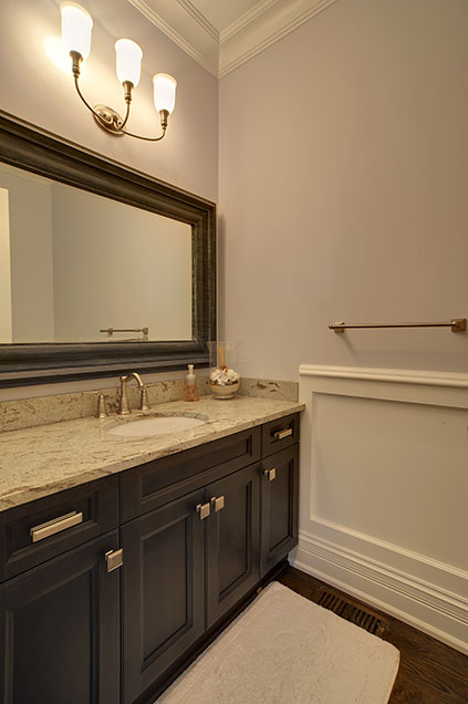 1001-Woodlawn-Glenview - guest-bathroom-detail - Globex Developments Custom Homes
