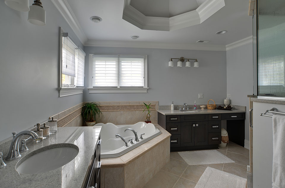 1001-Woodlawn-Glenview - master-bathroom-1 - Globex Developments Custom Homes
