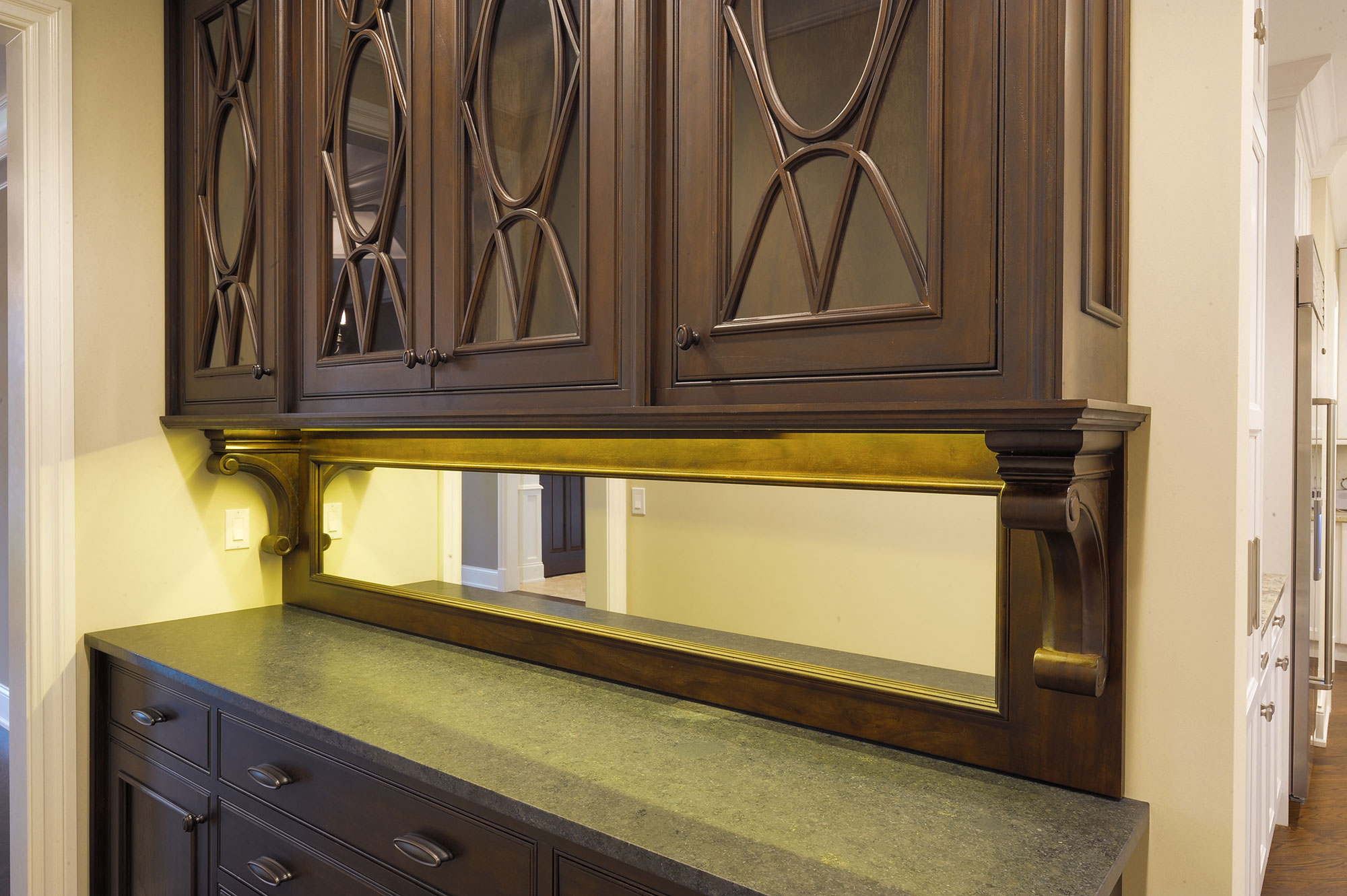 1005-Queens-Glenview - Butler-Pantry-Detail - Globex Developments Custom Homes