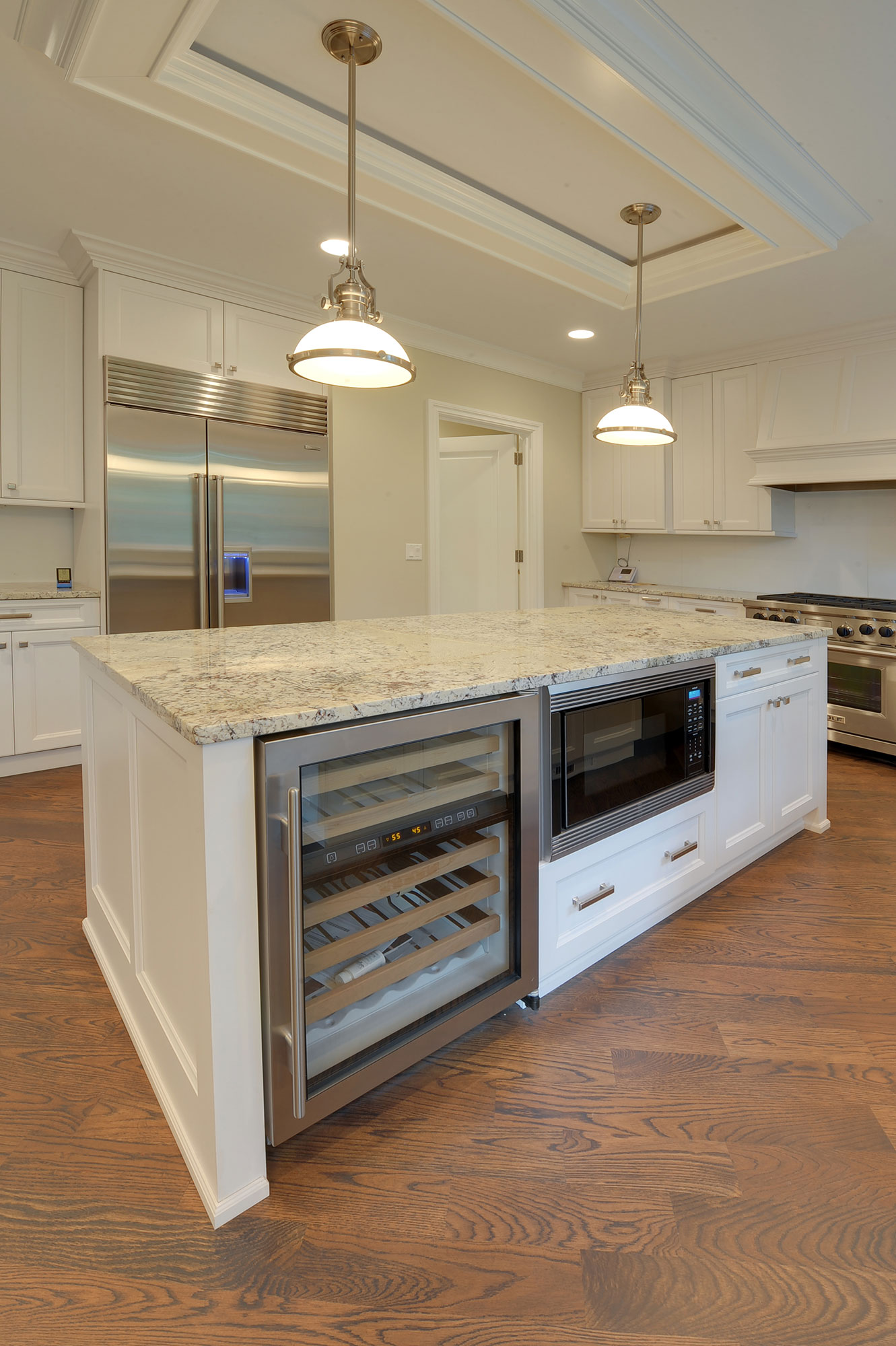 1005-Queens-Glenview - Kitchen-Island-Detail - Globex Developments Custom Homes
