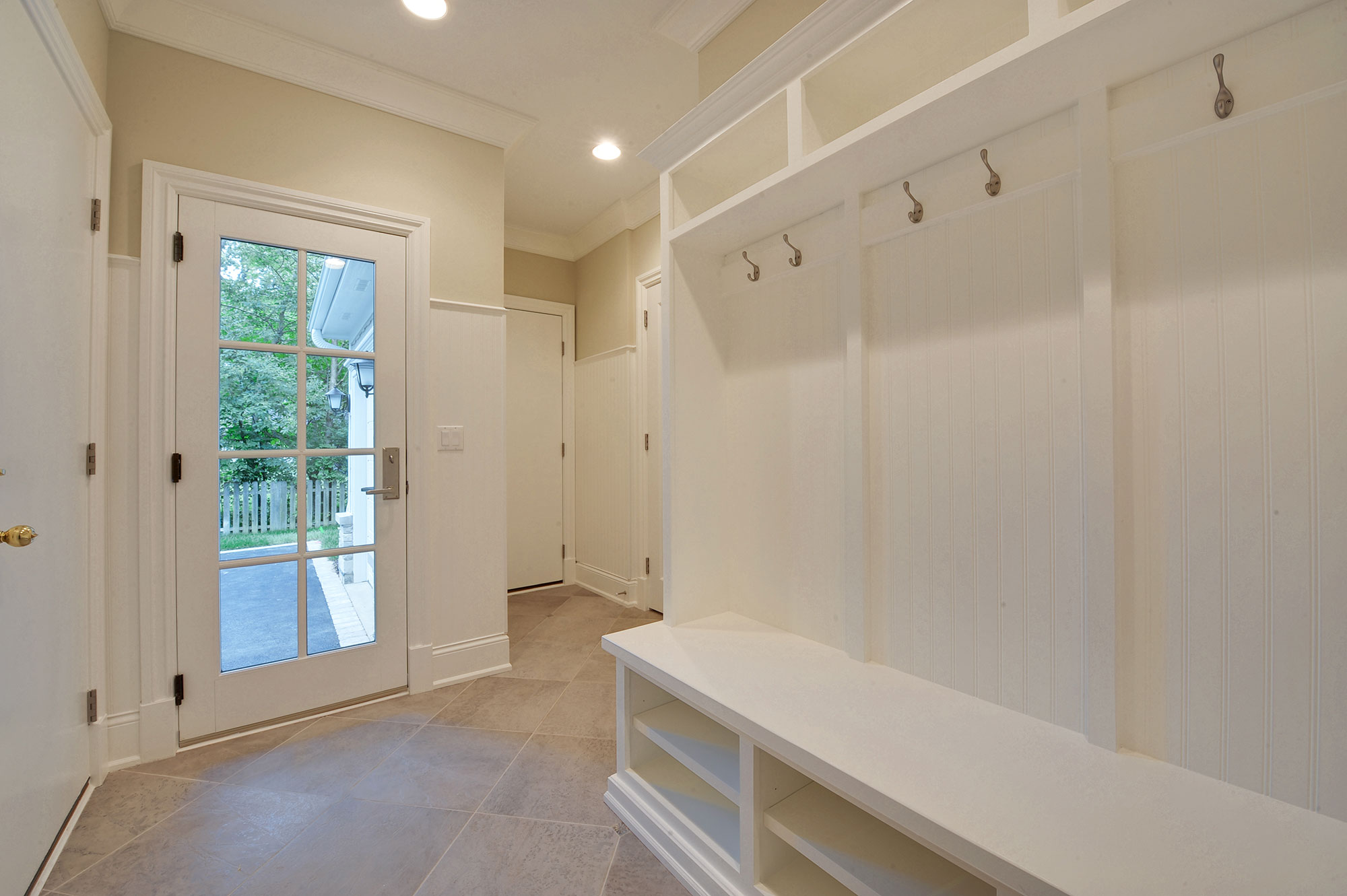 1005-Queens-Glenview - Mudroom-Door - Globex Developments Custom Homes