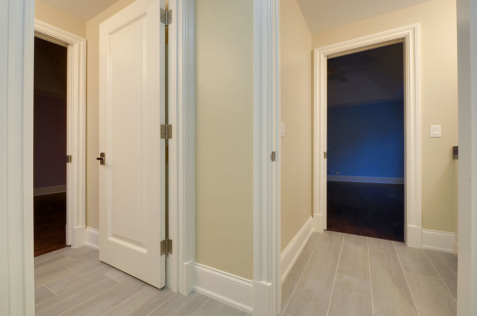 1005-Queens-Glenview - JackJill-Bathroom-Doors - Globex Developments Custom Homes