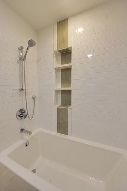 1005-Queens-Glenview - JackJill-Shower - Globex Developments Custom Homes