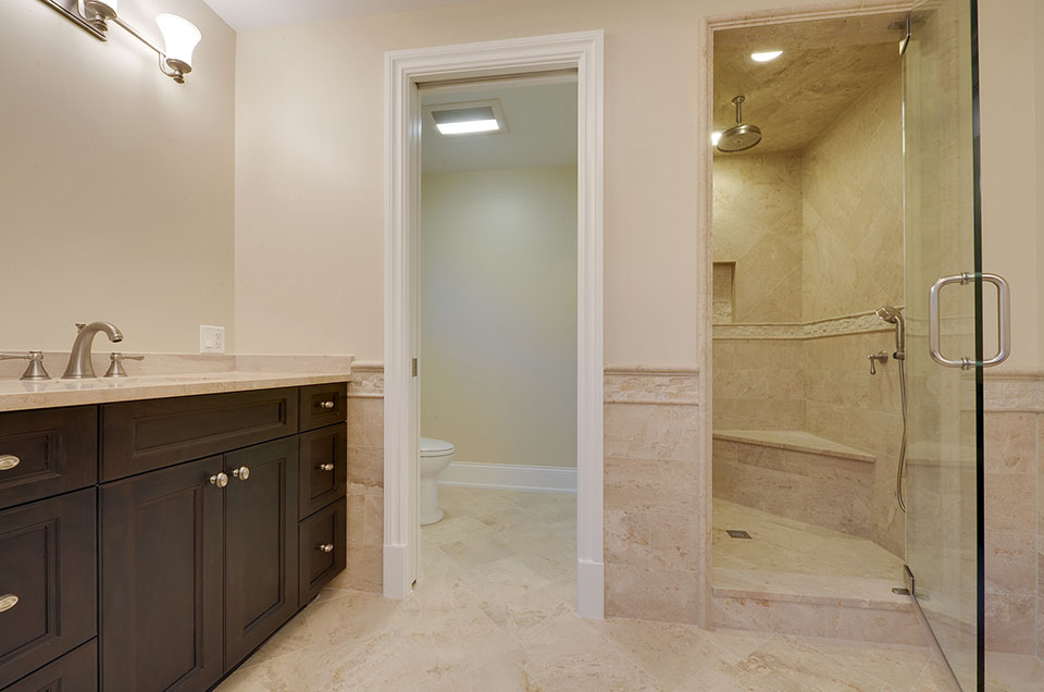 1005-Queens-Glenview - Master-Bathoom-Walkway - Globex Developments Custom Homes