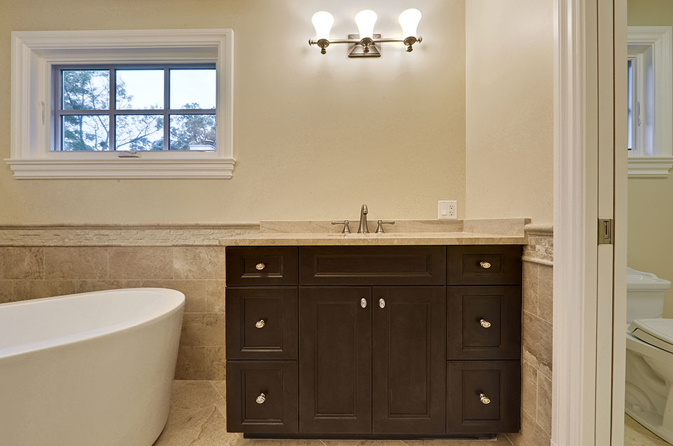 1005-Queens-Glenview - Master-Bathroom-Sink - Globex Developments Custom Homes