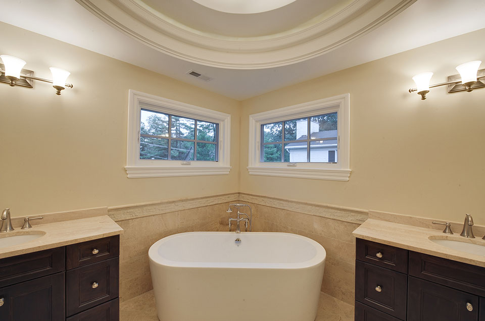 1005-Queens-Glenview - Master-Bathroom-Tub - Globex Developments Custom Homes