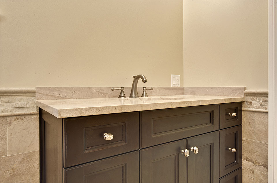 1005-Queens-Glenview - MasterBathroom-Cabinet-Detail - Globex Developments Custom Homes