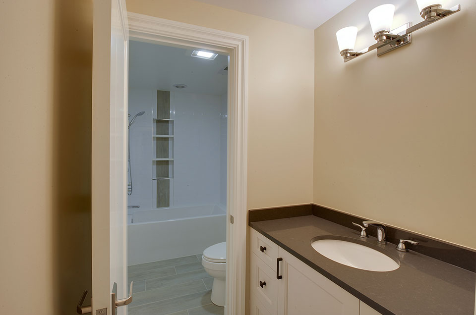 1005-Queens-Glenview - Second-Bathroom - Globex Developments Custom Homes