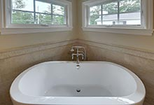 1005-Queens-Glenview - Master Bathroom  Tub  Detail - Globex Developments Custom Homes