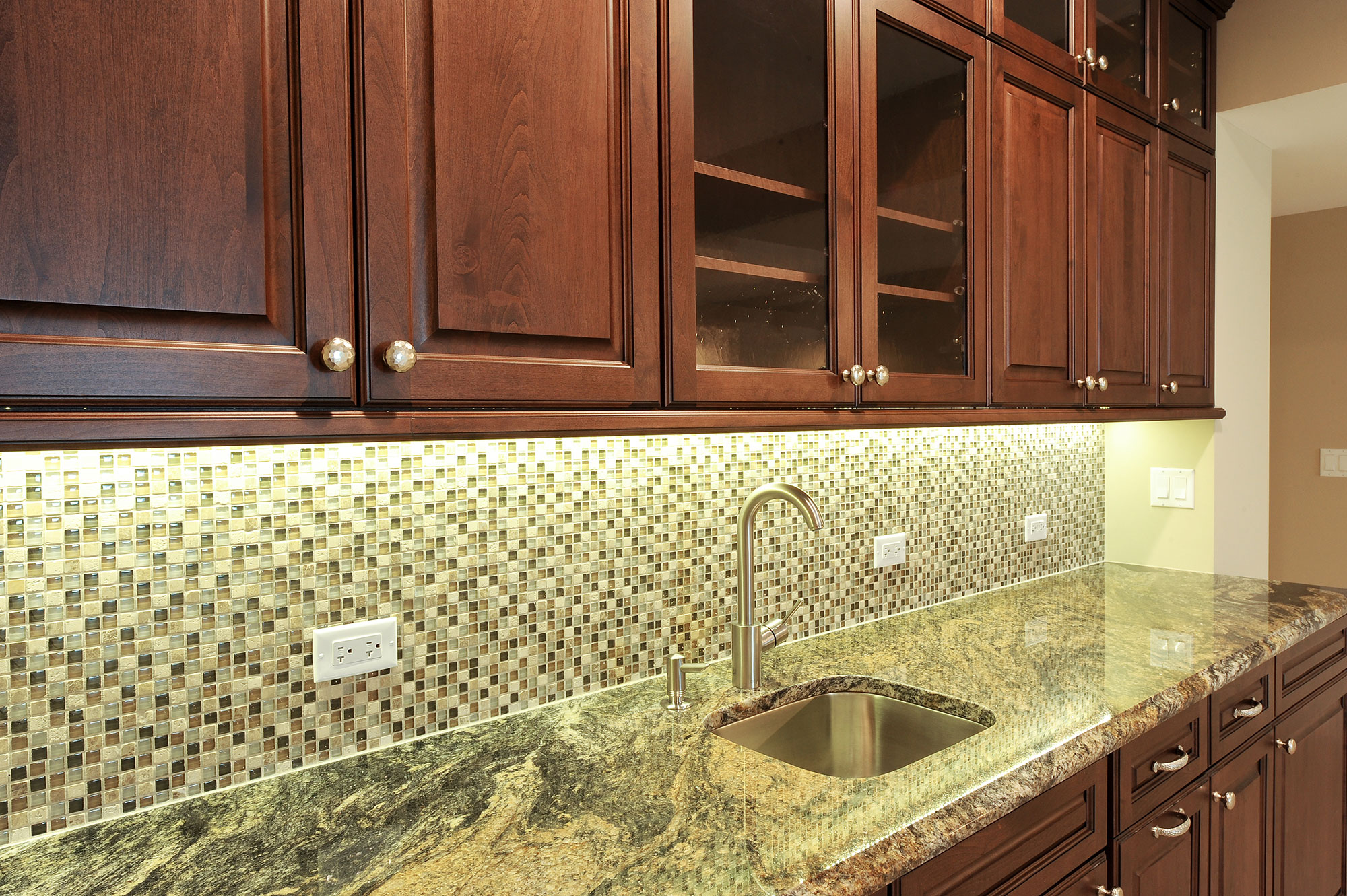 Special | Bar-Cabinets | New Custom Homes | Globex Developments, Inc ...
