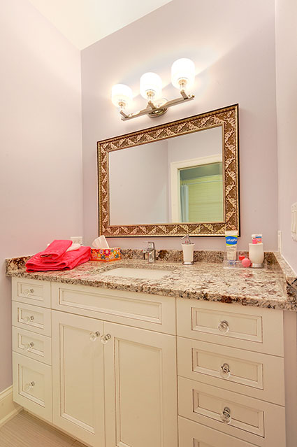 1021-Huckleberry-Glenview - JackJill-Bathroom-Vanity - Globex Developments Custom Homes