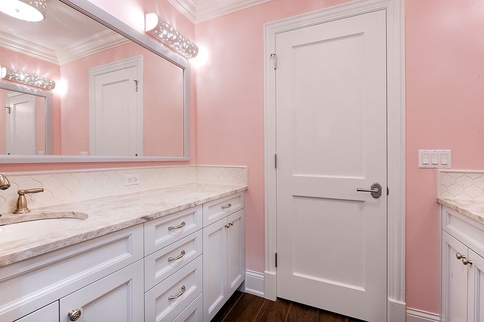 1044-Woodlawn-Glenview - Girl-Bathroom-Entry - Globex Developments Custom Homes