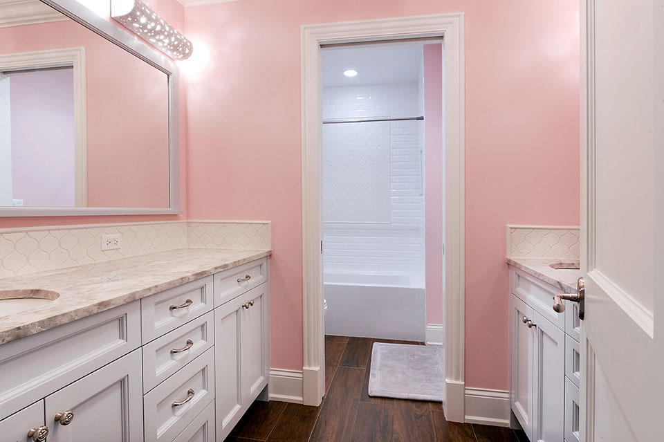 1044-Woodlawn-Glenview - Girl-Bathroom - Globex Developments Custom Homes