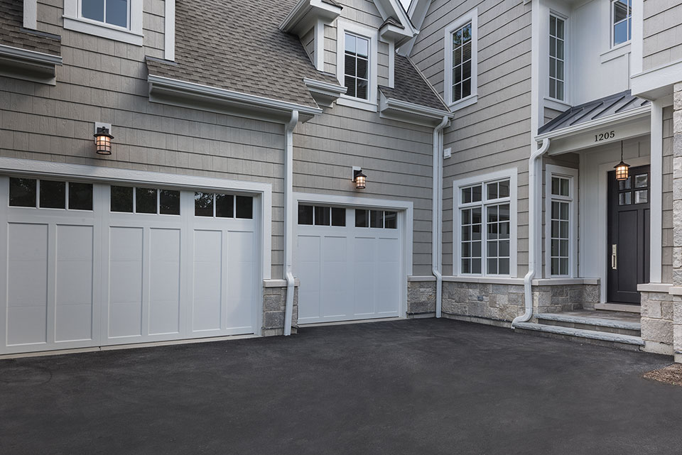 1205-Pleasant-Glenview - House-Entrance,-Garage-View - Globex Developments Custom Homes