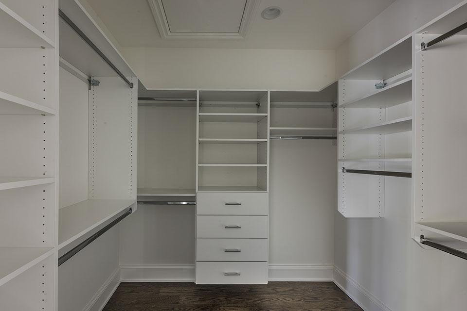 1205-Pleasant-Glenview - Master Bedroom Closet - Globex Developments Custom Homes