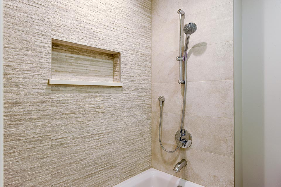 1216-Raleigh-Glenview - JackJill-Shower-Detail - Globex Developments Custom Homes