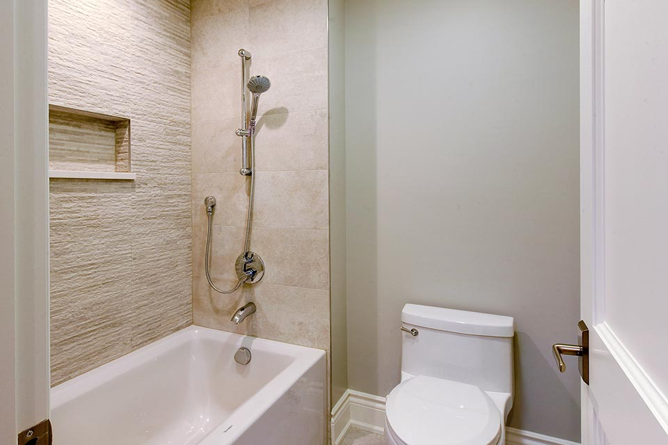 1216-Raleigh-Glenview - JackJill-Shower - Globex Developments Custom Homes