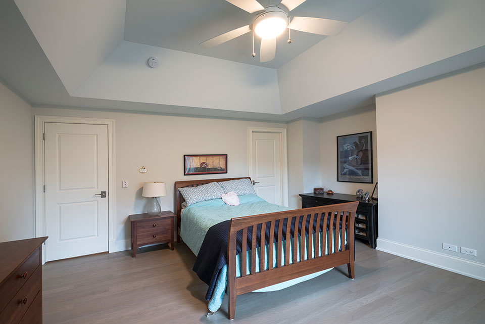 1233-Heather-Lane-Glenview - Guest-Bedroom,-Interior-Doors - Globex Developments Custom Homes