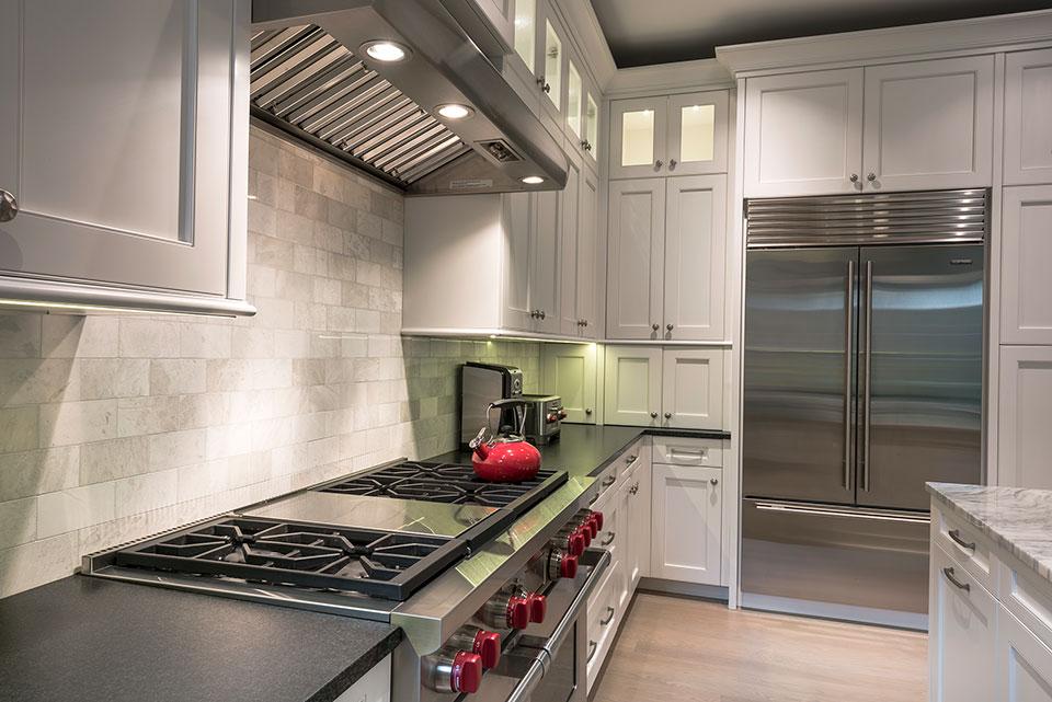 1233-Heather-Lane-Glenview - Kitchen, Stove - Globex Developments Custom Homes