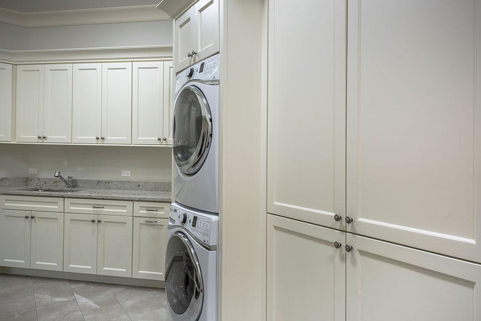 1233-Heather-Lane-Glenview - Laundry, Mudroom - Globex Developments Custom Homes