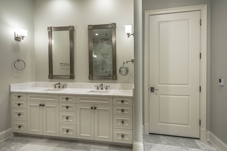 1233-Heather-Lane-Glenview - Master-Bathroom,-Interior-Door - Globex Developments Custom Homes