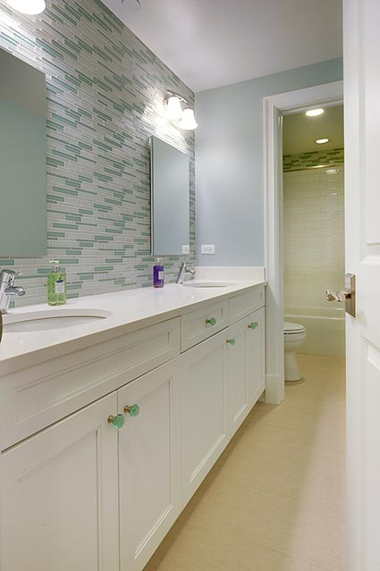 124-Berry-Park-Ridge - Child-Bathroom - Globex Developments Custom Homes