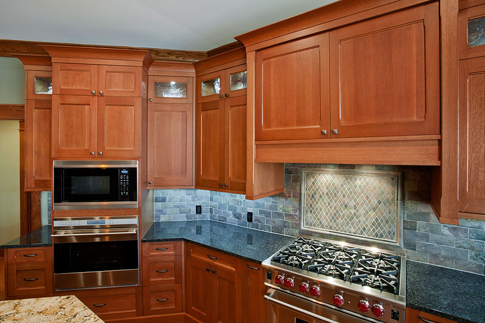 14-Casa - Kitchen-Stove-Microwave - Globex Developments Custom Homes