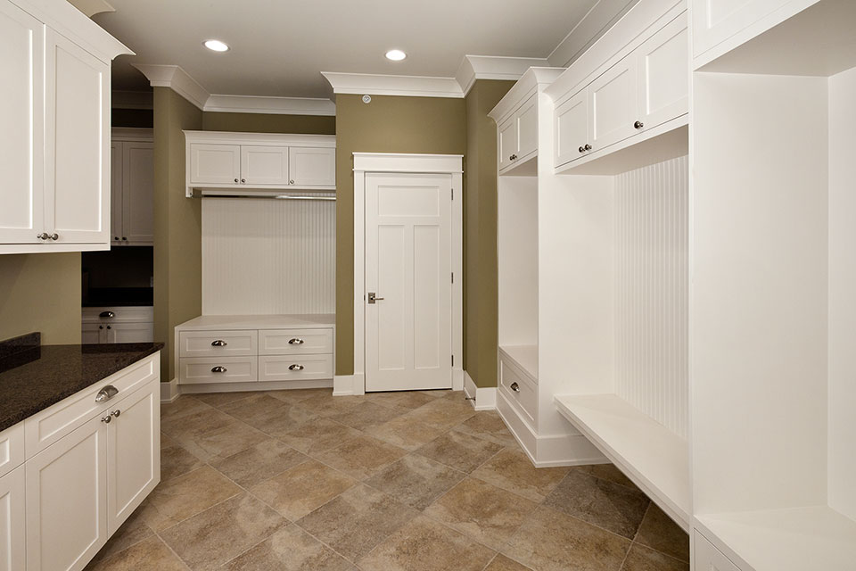 14-Casa - Mudroom - Globex Developments Custom Homes