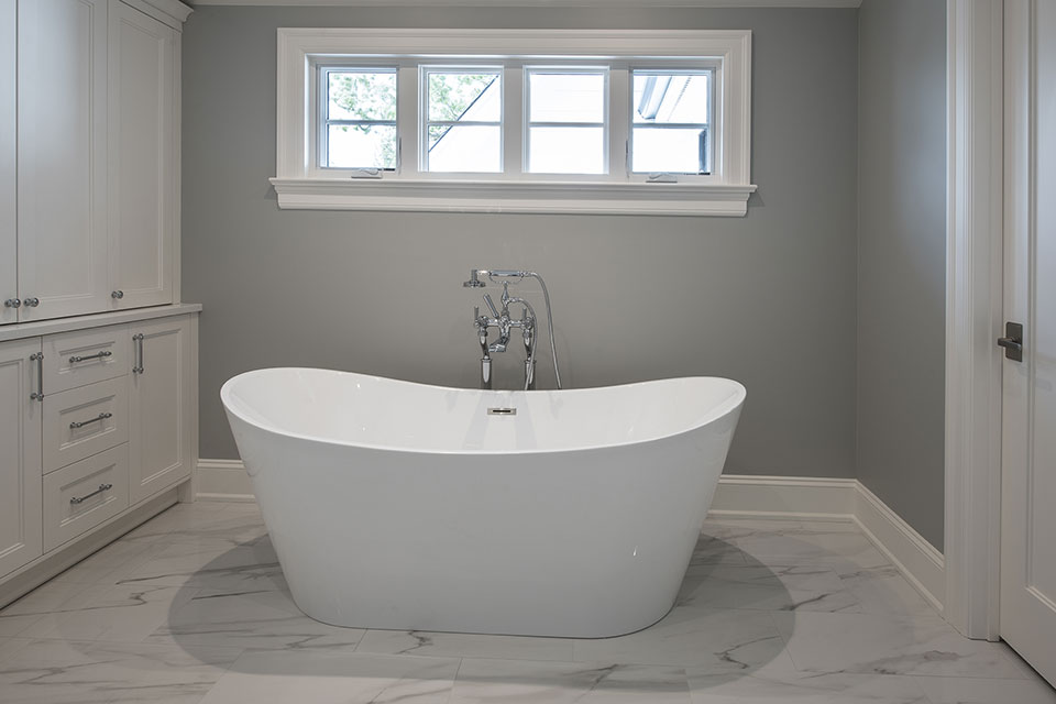 1429-Pleasant-Glenview - Master Bathroom Tub - Globex Developments Custom Homes