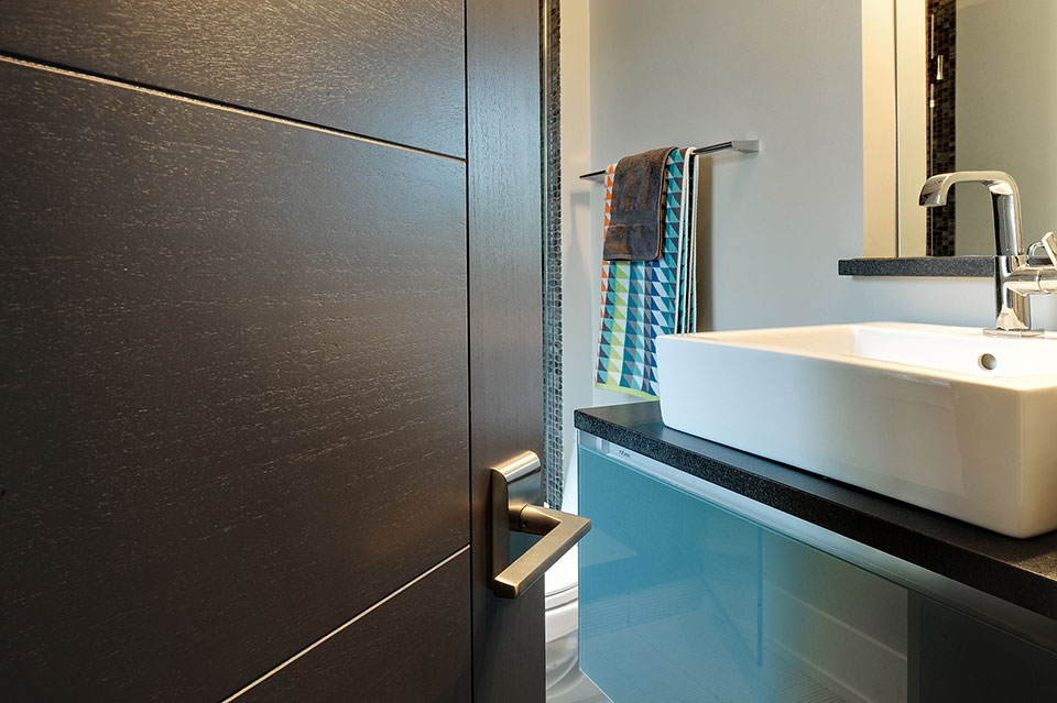 1431-Meadow-Glenview - Guest-Bathroom-Detail - Globex Developments Custom Homes