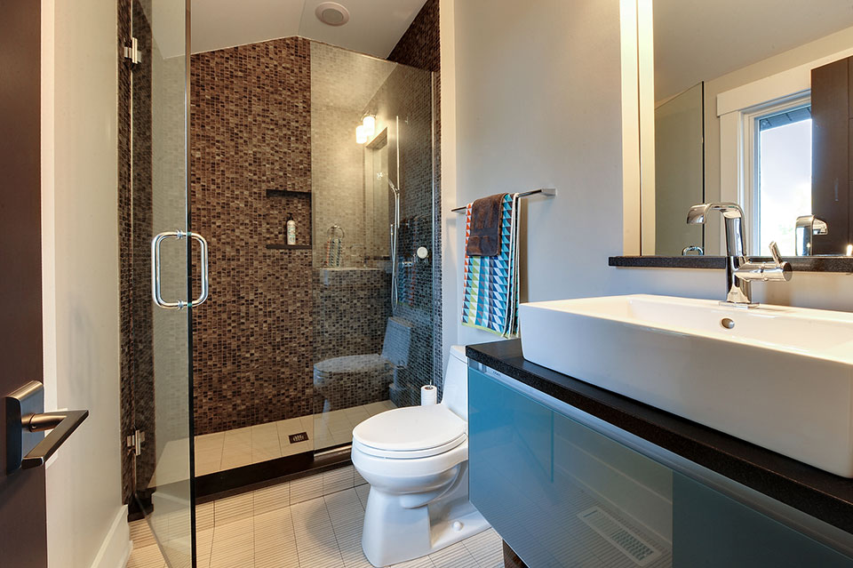 1431-Meadow-Glenview - Guest-Bathroom - Globex Developments Custom Homes