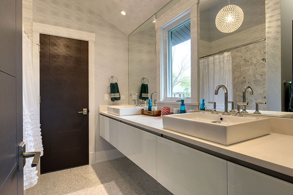 1431-Meadow-Glenview - JackJill-Bathroom - Globex Developments Custom Homes