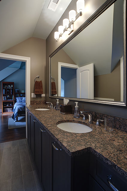 1444-Greenwood-Deerfield - jackjill-bathroom - Globex Developments Custom Homes