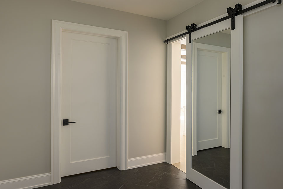 1444-Hawthorne-Glenview - Bar-Door - Globex Developments Custom Homes