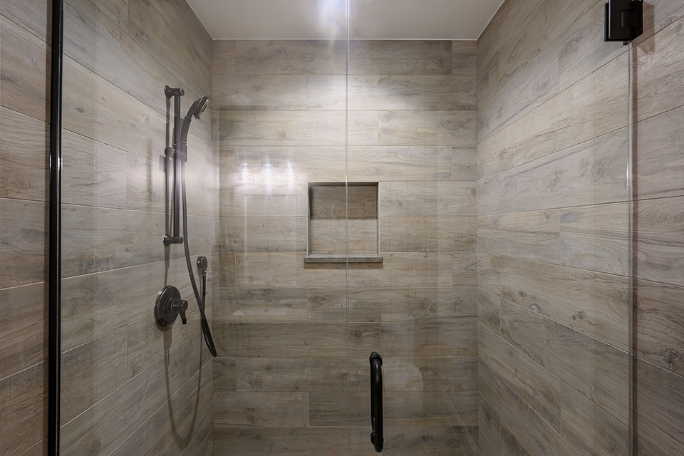1444-Hawthorne-Glenview - Basement-Bathroom,-Shower - Globex Developments Custom Homes