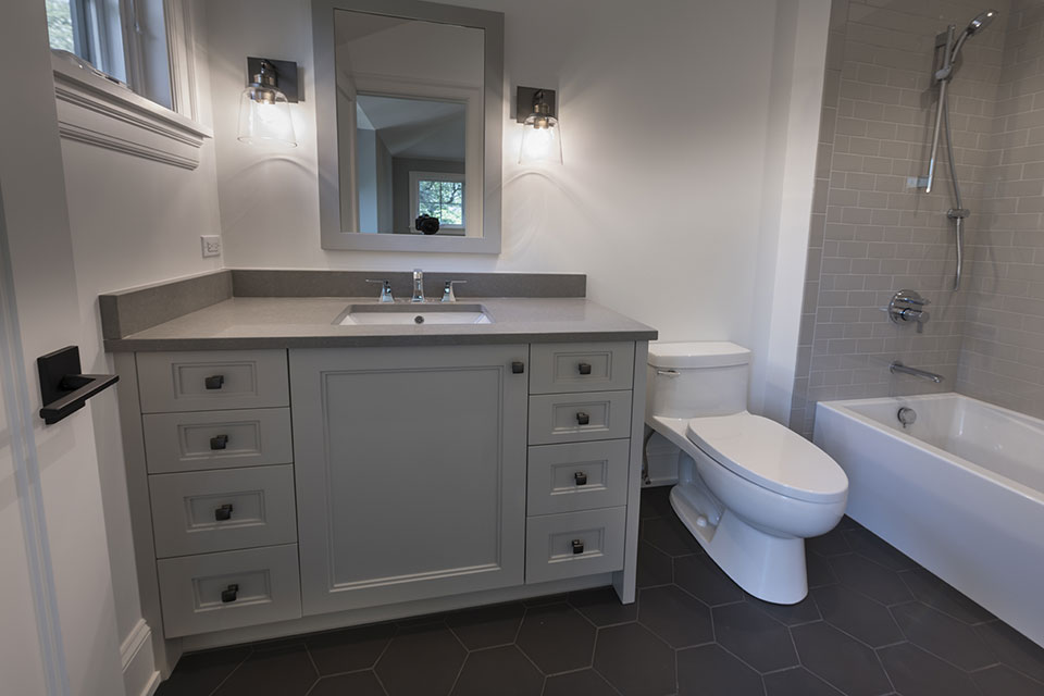 1444-Hawthorne-Glenview - Guest-Bathroom - Globex Developments Custom Homes