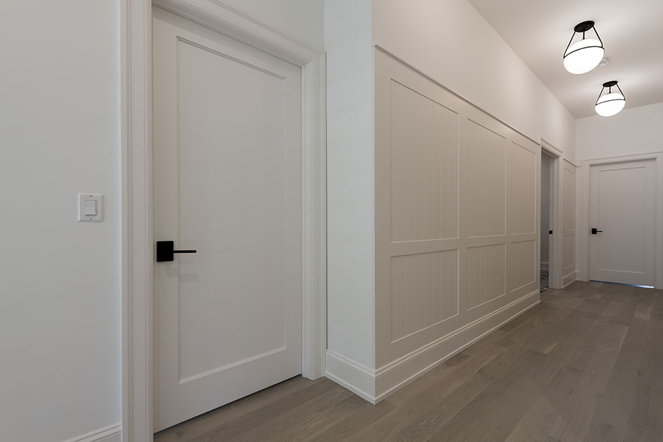 1444-Hawthorne-Glenview - Hallway,-Paint-Grade-Interior-Doors - Globex Developments Custom Homes