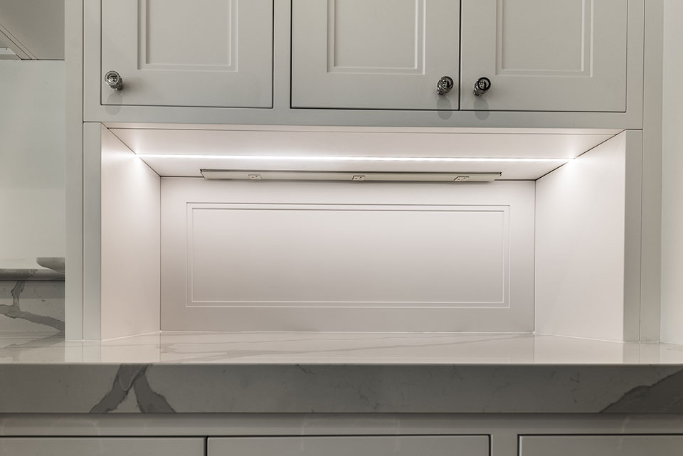 1444-Hawthorne-Glenview - Light-under-Kitchen-Cabinets - Globex Developments Custom Homes