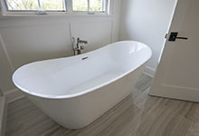 1444-Hawthorne-Glenview - Master Bathroom Tub - Globex Developments Custom Homes