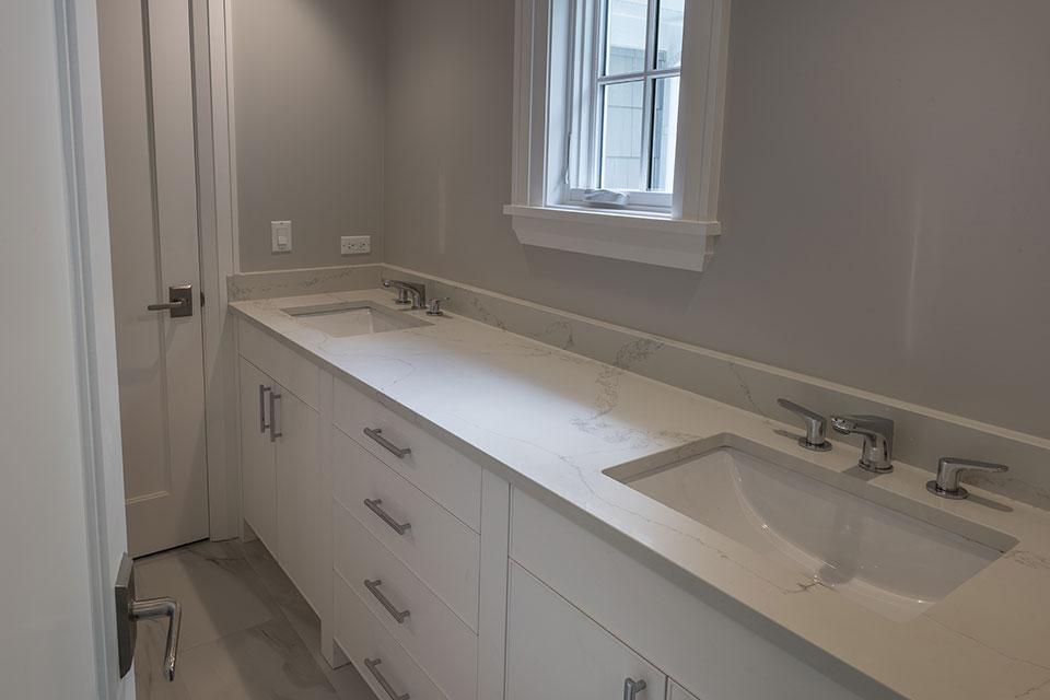 1525-Canterbury-Glenview - Bathroom White Vanity - Globex Developments Custom Homes