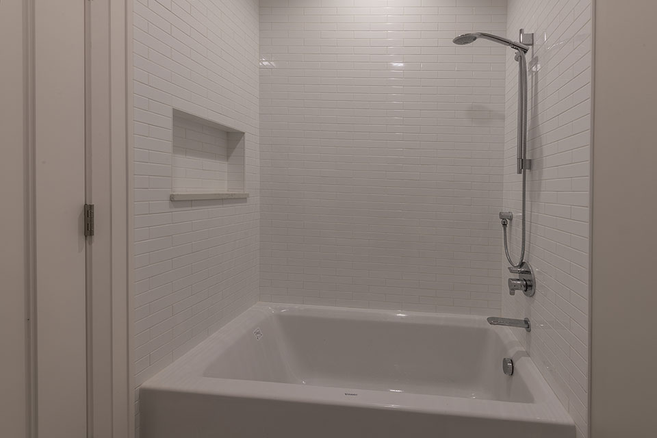 1525-Canterbury-Glenview - Bathroom - Globex Developments Custom Homes