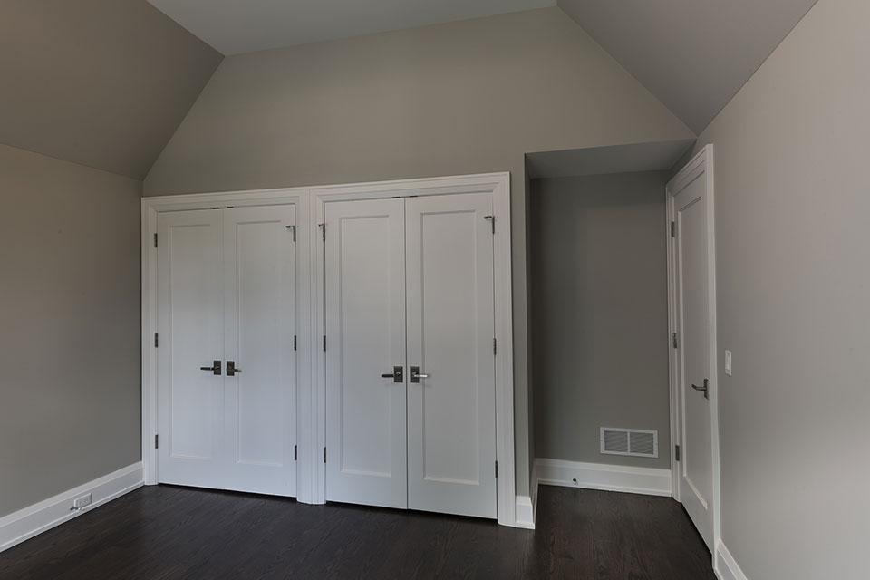 1525-Canterbury-Glenview - Bedroom, Closet Doors - Globex Developments Custom Homes