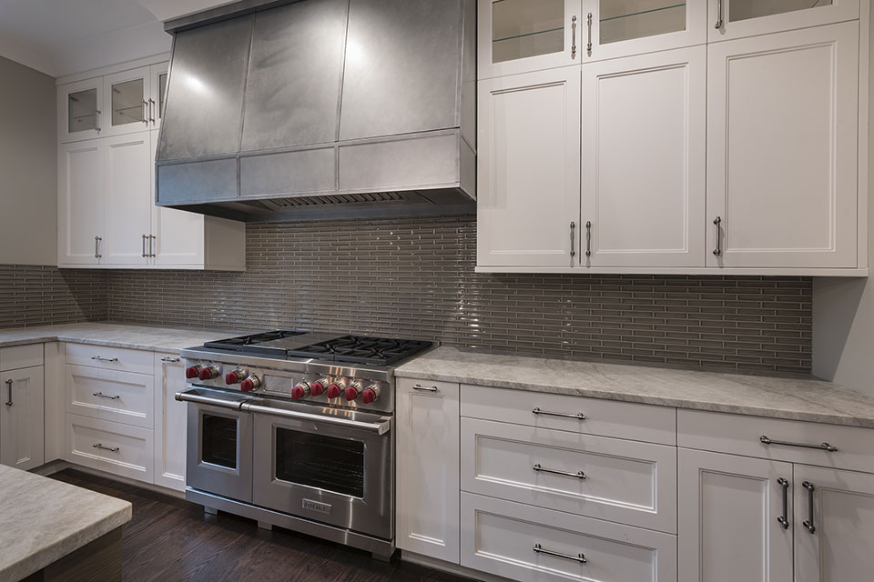 1525-Canterbury-Glenview - Kitchen,-Stove,-Backsplash - Globex Developments Custom Homes