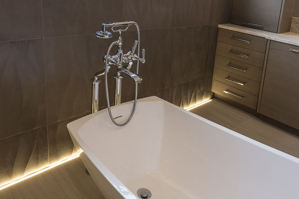 1525-Canterbury-Glenview - Master-Bathroom-Tub-Faucet - Globex Developments Custom Homes