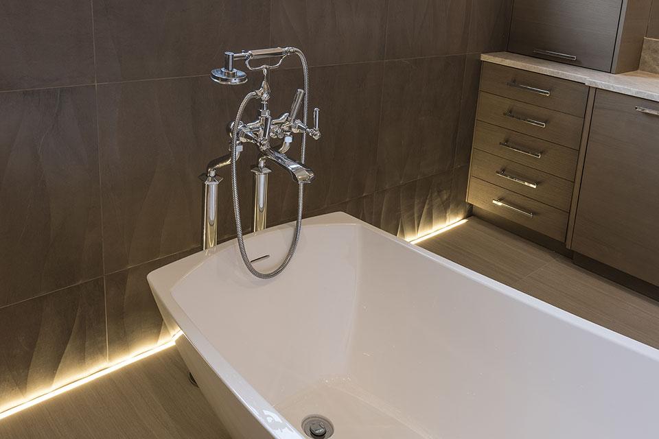 1525-Canterbury-Glenview - Master Bathroom Tub Faucet - Globex Developments Custom Homes
