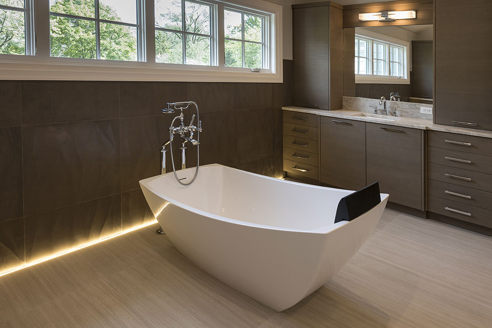 1525-Canterbury-Glenview - Master Bathroom Tub - Globex Developments Custom Homes