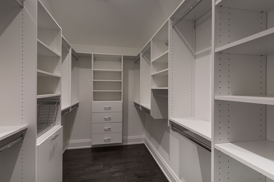 1525-Canterbury-Glenview - Master-Bedroom-Closet - Globex Developments Custom Homes