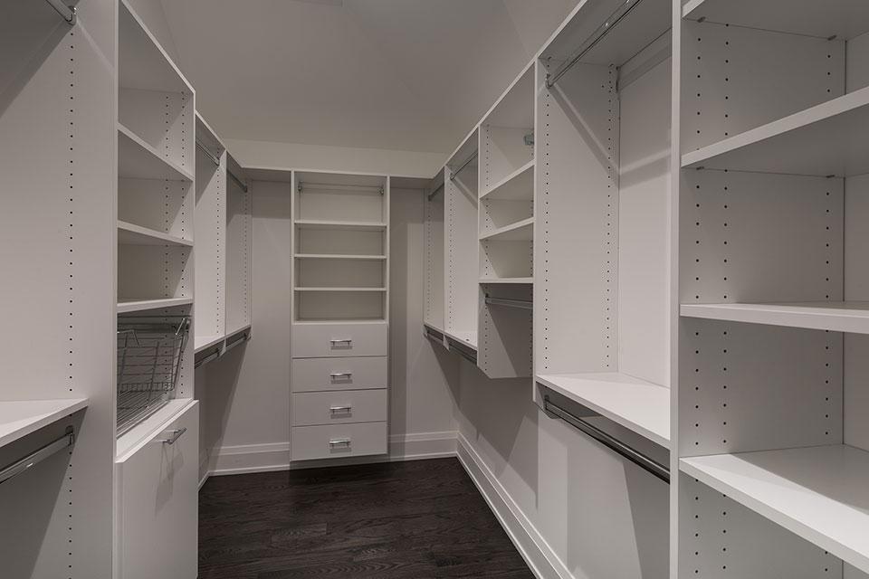 1525-Canterbury-Glenview - Master Bedroom Closet - Globex Developments Custom Homes