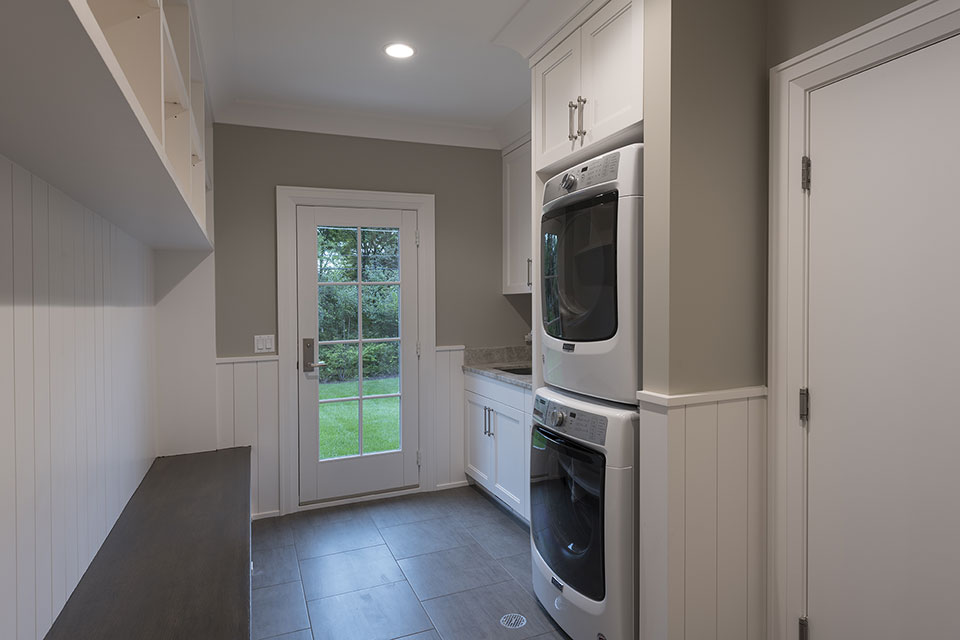 1525-Canterbury-Glenview - Mudroom - Globex Developments Custom Homes